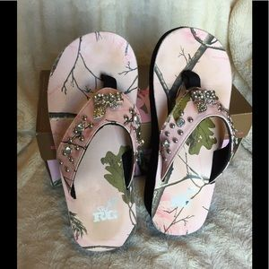 496c5c7c8d3f7f Realtree Shoes - Realtree Girl Camo   Bling Flip Flops